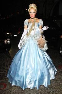 elle-020-celeb-halloween-costumes-Gwen-Stefani-2011-lgn-lgn