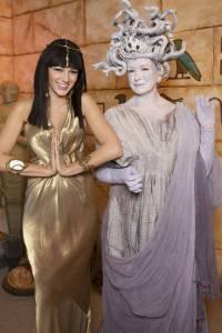 elle-042-celeb-halloween-costumes-2008-blake-lively-lgn-lgn