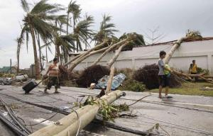2013-11-09T114246Z_1108557837_GM1E9B91IF901_RTRMADP_3_PHILIPPINES-TYPHOON