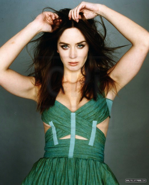 Men-s-Vogue-2009-emily-blunt-7634017-523-650